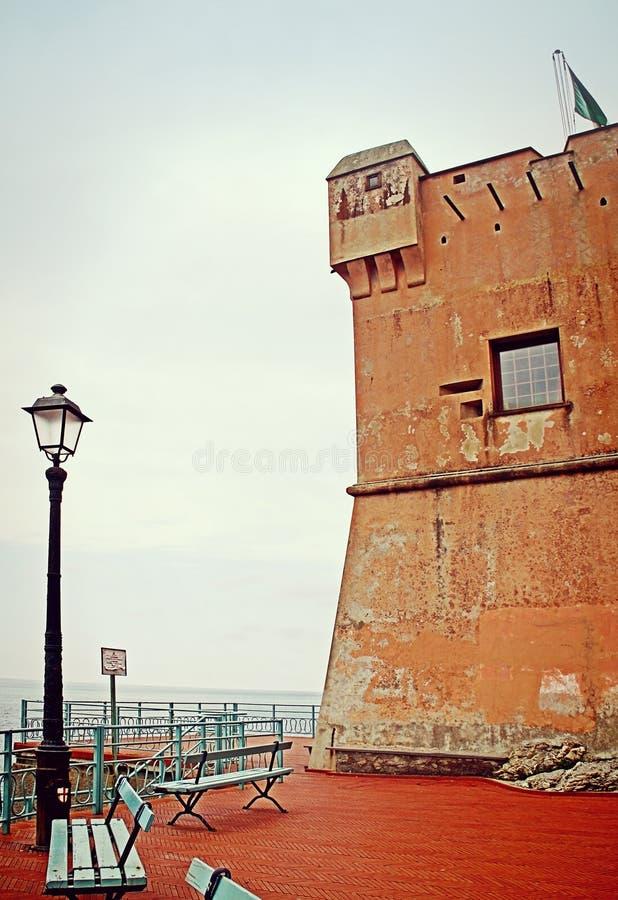 GENOA-NERVI, ITALIA Dettaglio della torre di Gropallo sviluppato nel 16th-ce fotografie stock libere da diritti