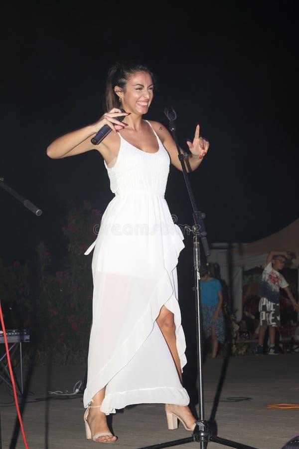 Genoa Pegli 6 Juli 2019: sångaren ljudsignal 80' av för den musikaliska gruppen ', arkivbild