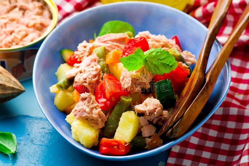 Genoa Salad met Tonijn stock afbeeldingen