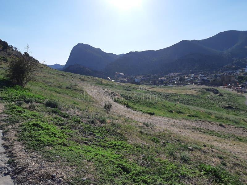 genoese fästning för slottconsulfortifiaction Sikt av staden av Sudak fotografering för bildbyråer