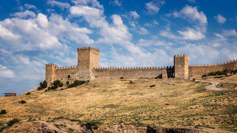 Genoese fästning i semesterortstaden av Sudak, Crimean halvö, Black Sea royaltyfria bilder