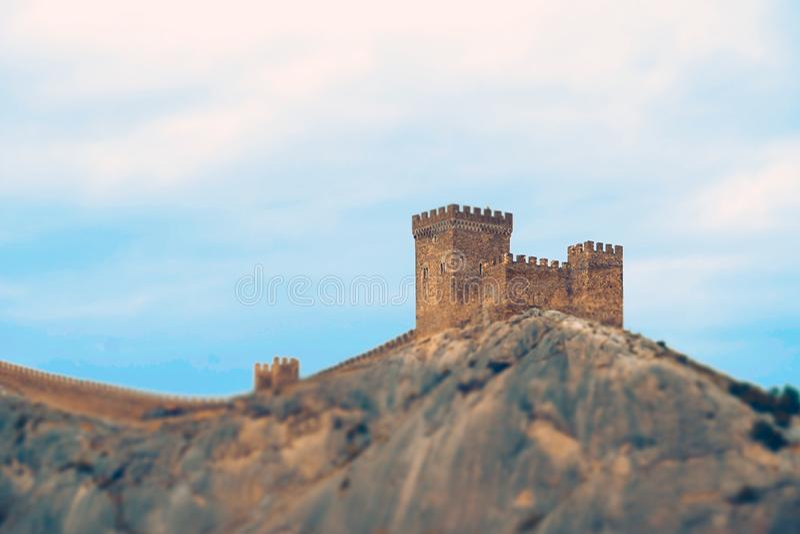 Genoese Festung auf den Berg gegen den blauen Himmel lizenzfreies stockbild