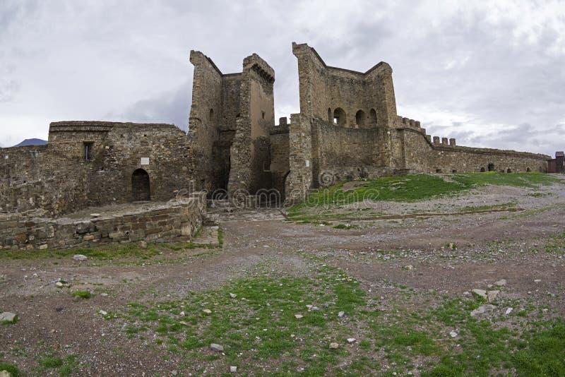 genoese sudak för crimea fästning Väggen och tornet på royaltyfri fotografi