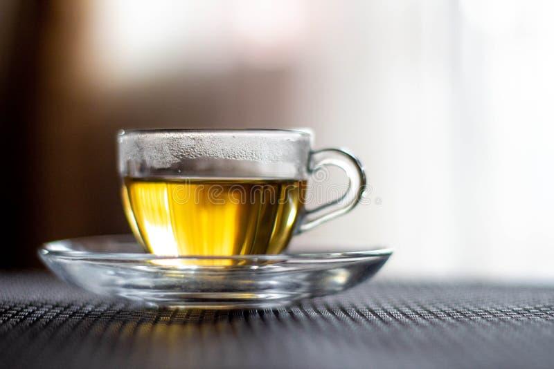 genomskinlig kopptea Närbild Råna med grönt te fotografering för bildbyråer