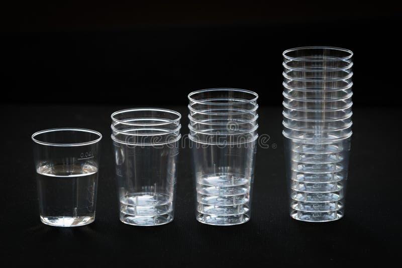 Genomskinlig plast- kopp arkivbilder
