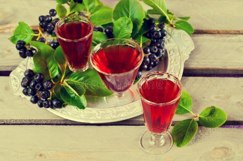 Download Genomskinlig röd drink fotografering för bildbyråer. Bild av droppe - 76702439