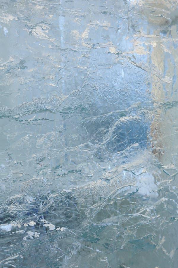 Is- genomskinlig vägg av is med modeller arkivfoto