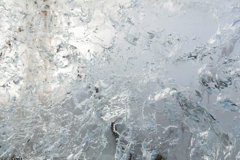 Is- genomskinlig vägg av is med modeller royaltyfri fotografi