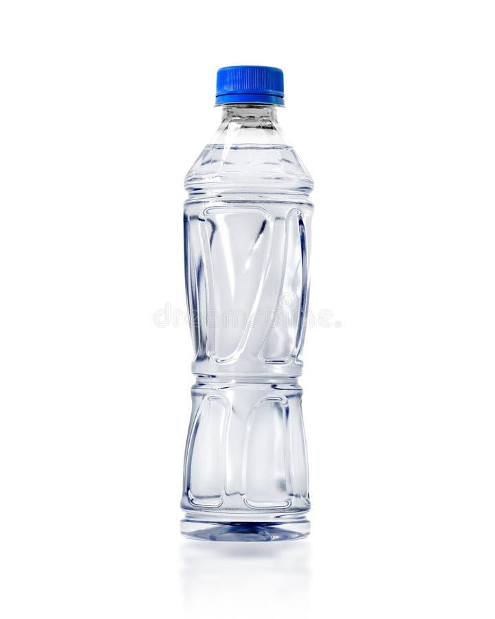 Genomskinlig vattenflaska som isoleras på vit bakgrund Plast- drinkbehållare eller mineralvattenpacke r arkivfoton