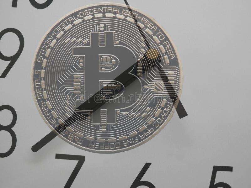 Genomskinliga Bitcoin på klockan royaltyfria bilder