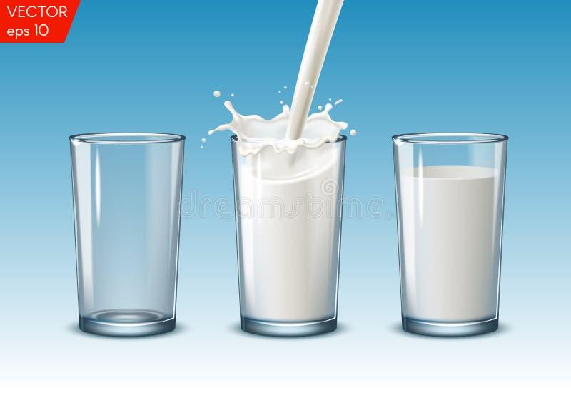 Genomskinliga realistiska genomskinliga exponeringsglas, att hälla mjölkar färgstänk, mycket och tomt exponeringsglas på en blå b royaltyfria bilder