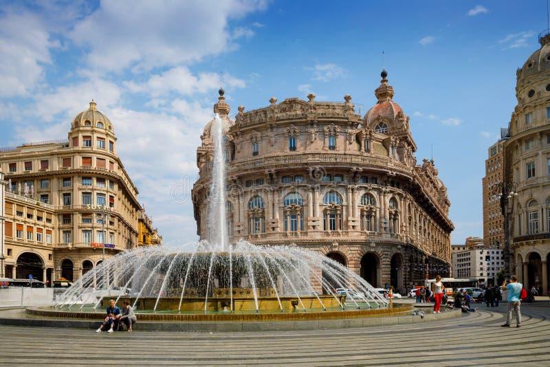 Genova, Genova, Italia - 18 aprile 2019: Piazza De Ferrari è il quadrato principale di Genova, rinomato per la sua fontana e fotografia stock