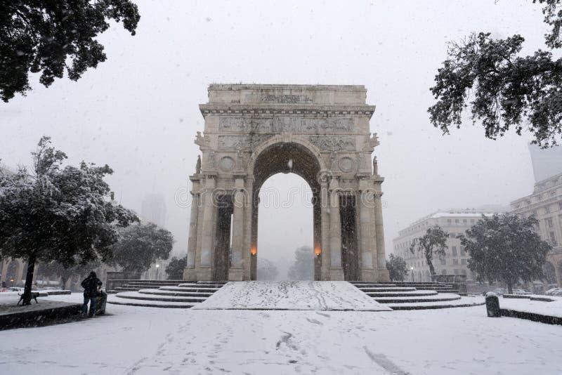 GENOVA, ITALIA - 23 GENNAIO 2019 - città sotto la neve fotografia stock