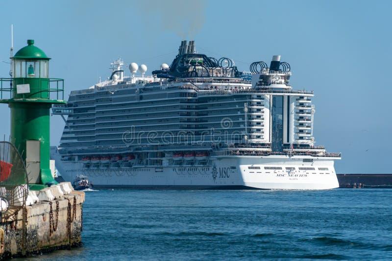 GENOVA, ITALIA - 17 giugno 2018 - MSC Seaview che parte dal porto fotografie stock libere da diritti