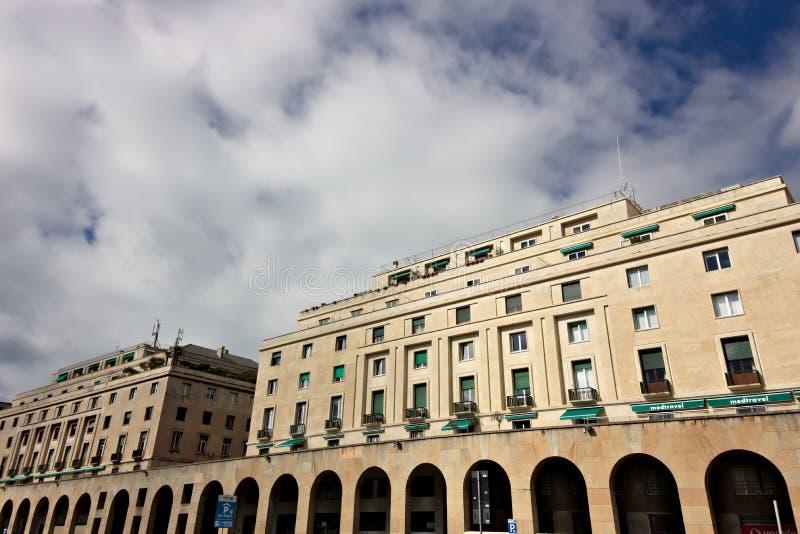 Genova, Italia 04/05/2019 Palazzi del periodo fascista immagine stock