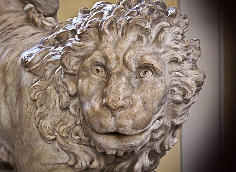 Genova, Italia - vecchio leone di marmo, scultura di rinascita fotografia stock