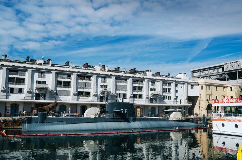 GENOVA ITALIEN - JUNI 21, 2016: Ubåt för S518 som Nazario Sauro konverteras till museumskeppet i Genua som delen av det Galata ha arkivfoto
