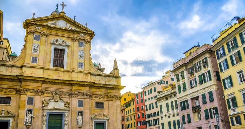 Genova kyrktar färgrika byggnader liguri för den piazzagiacomo matteottien royaltyfri fotografi