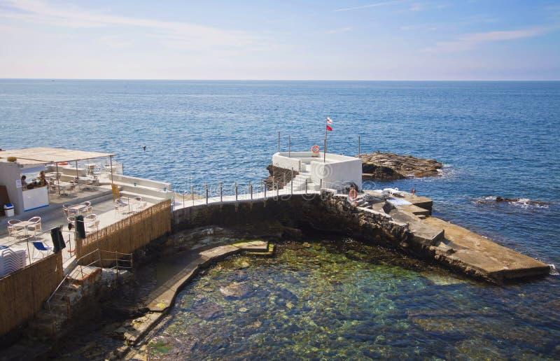 Genova-Nervi - piccola località di soggiorno di bagno sulla linea costiera fotografia stock