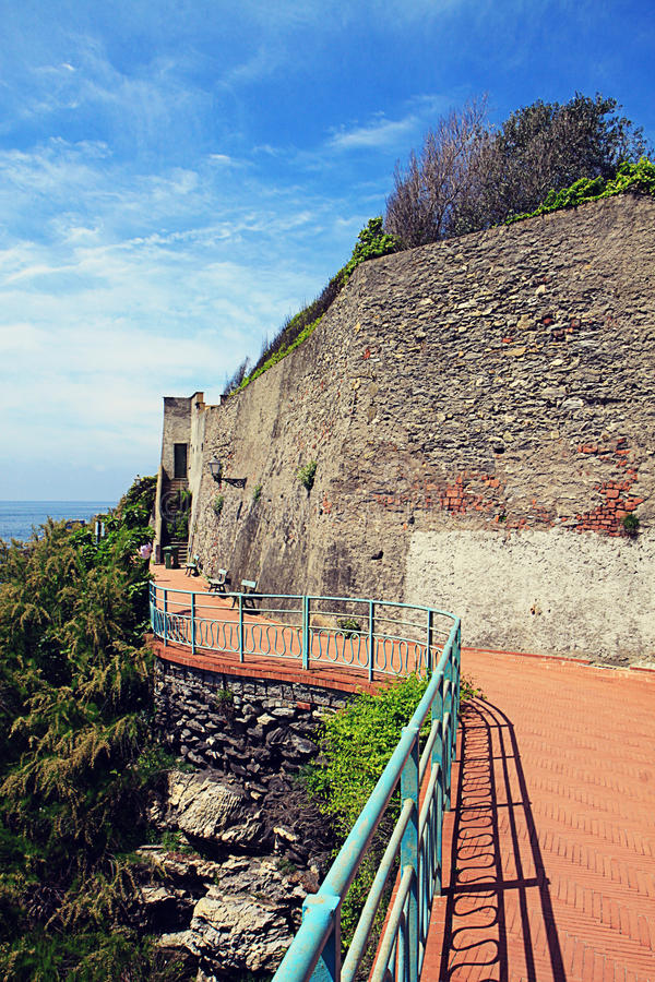 Genova-Nervi, punto panoramico lungo la passeggiata Anita Gari della passeggiata fotografia stock libera da diritti