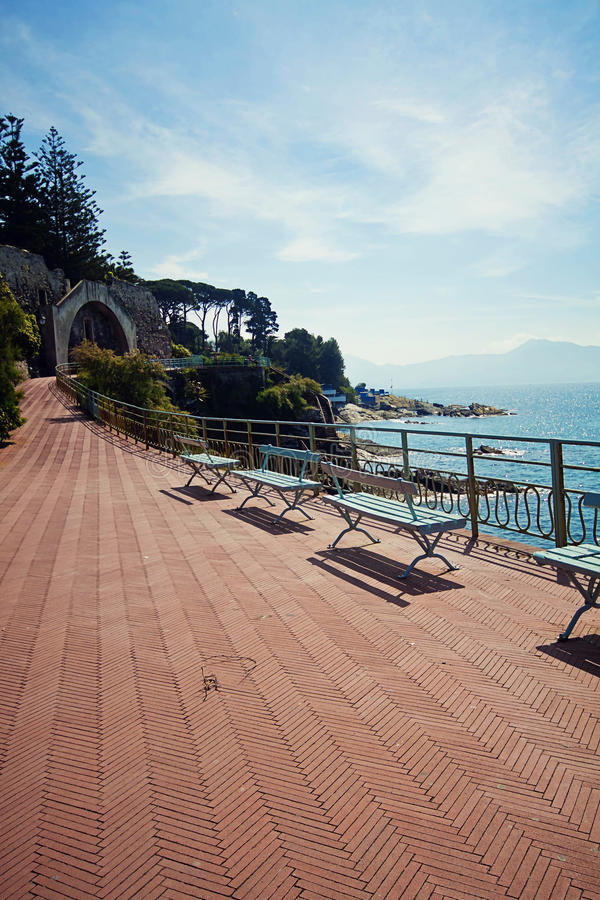 Genova-Nervi, punto romantico lungo la passeggiata Anita Garib della passeggiata fotografia stock