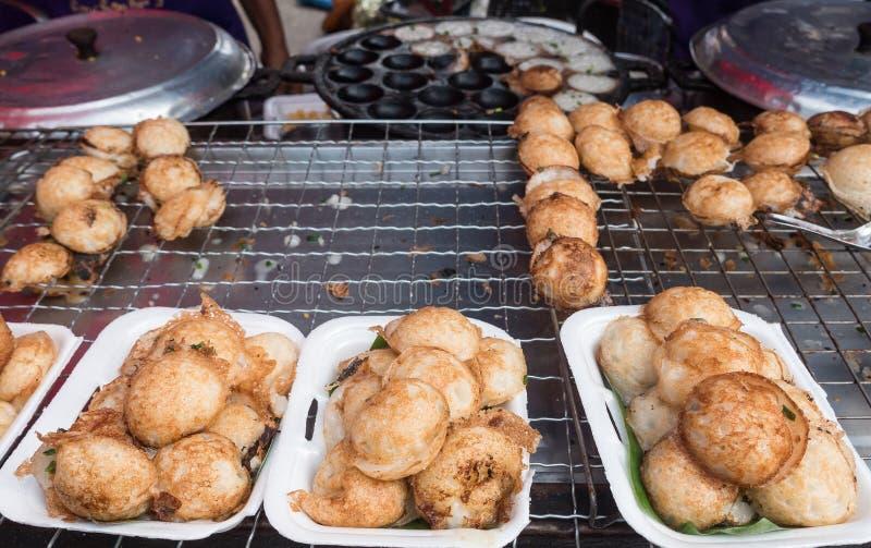 Genre de sucreries thaïlandaises ou de dessert thaïlandais de Kanom Krok images stock