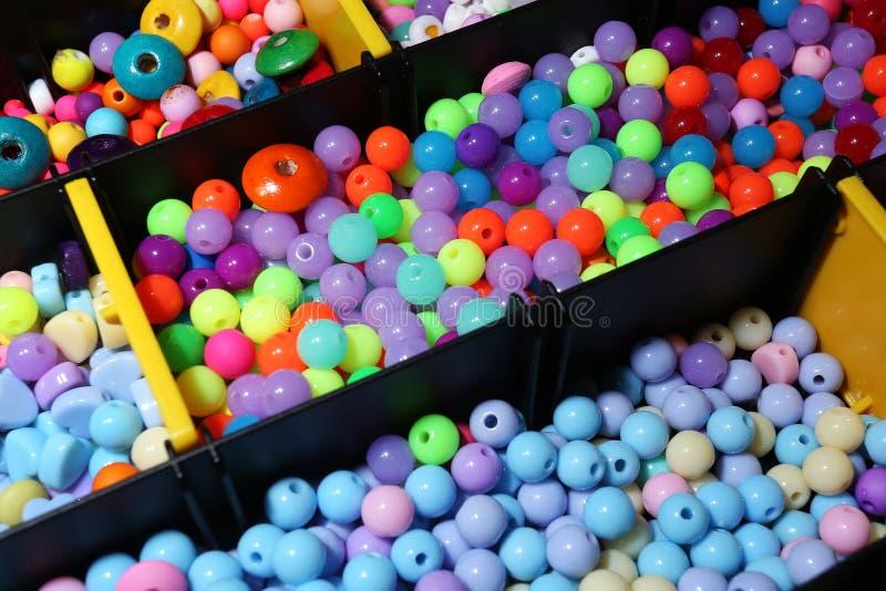 Genre différent d'haut étroit de perles colorées photo libre de droits