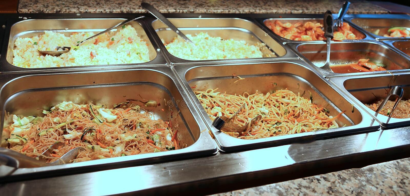 genres de pâtes et de riz dans le cafétéria industriel de buffet images stock