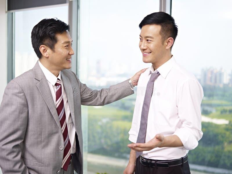 Gens d'affaires asiatiques photos stock