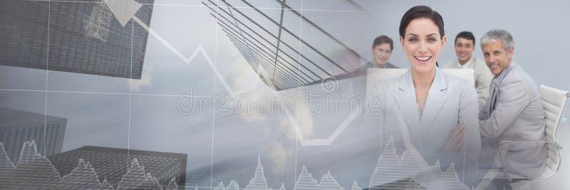 Gens d'affaires ayant une réunion avec l'effet courant financier de transition de gratte-ciel photographie stock libre de droits