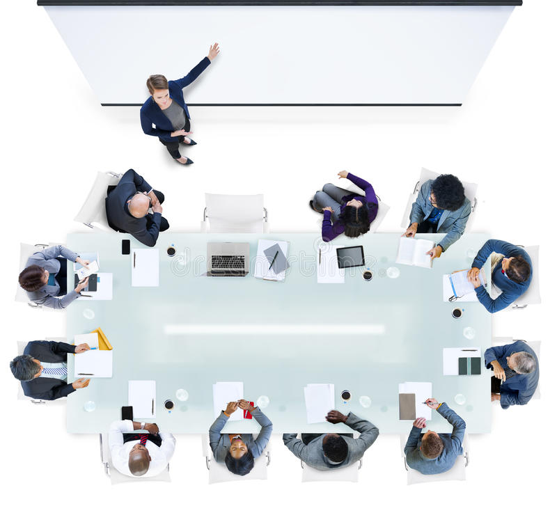 Gens d'affaires ayant une réunion dans le bureau photo libre de droits