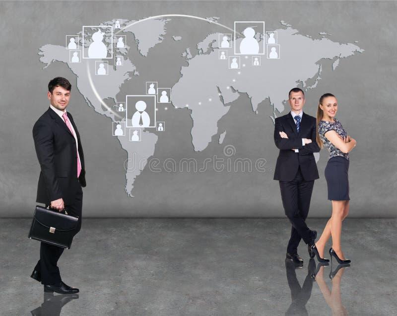 Gens d'affaires d'équipe avec la carte du monde illustration stock