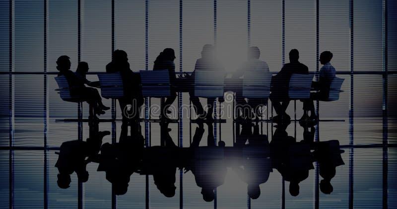 Gens d'affaires dans des concepts d'une réunion et de vente image libre de droits