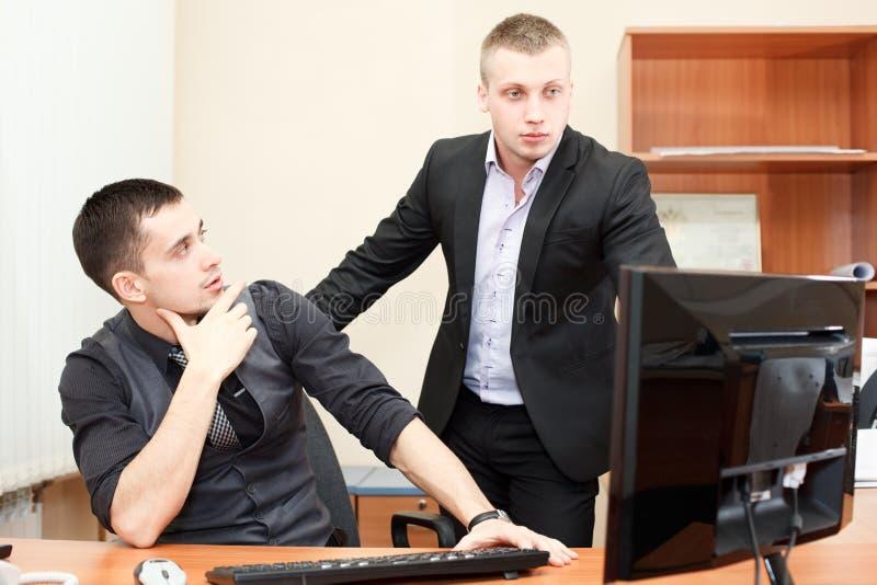 Gens d'affaires dans la chambre de bureau image stock