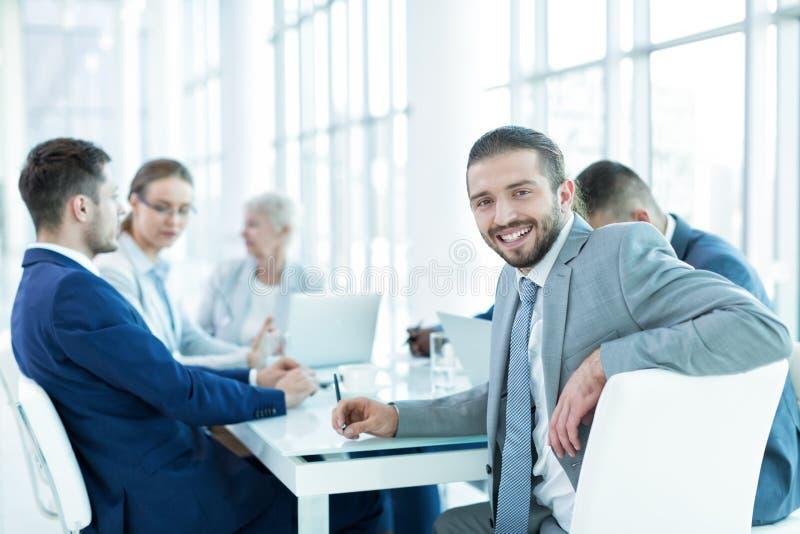 Gens d'affaires dans le bureau photo libre de droits