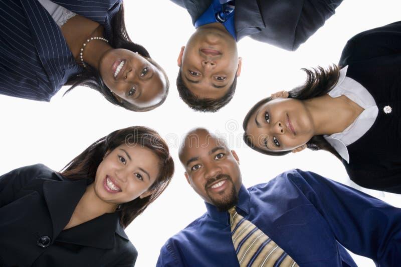 Gens d'affaires dans le groupe