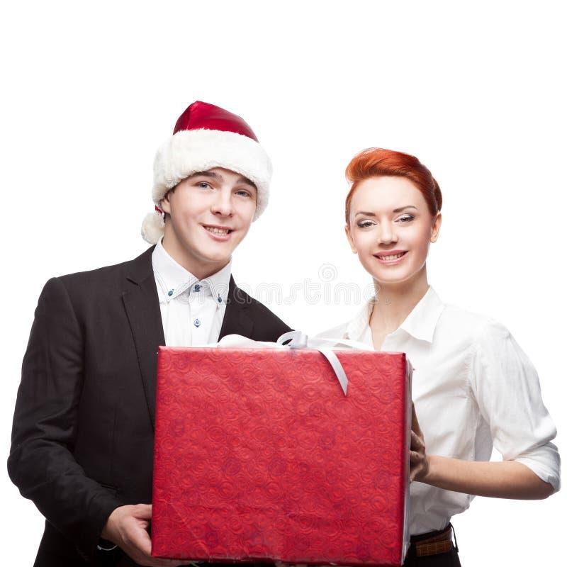 Gens d'affaires de chapeau de Santa tenant le présent photographie stock