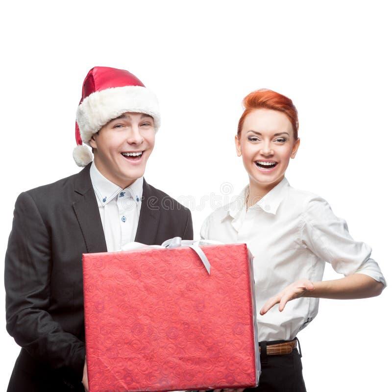 Gens d'affaires de chapeau de Santa tenant le présent image stock