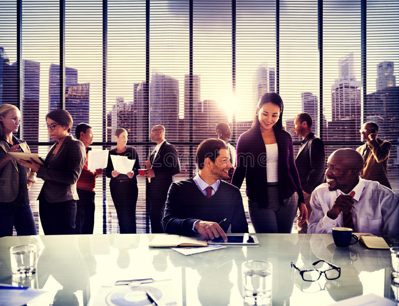 Gens d'affaires de discussion fonctionnante Team Concept de bureau photos stock