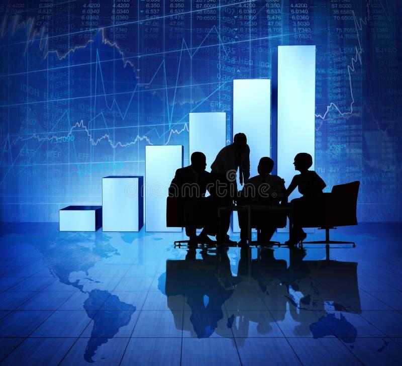 Gens d'affaires de groupe rencontrant le monde éclatant économique photo libre de droits