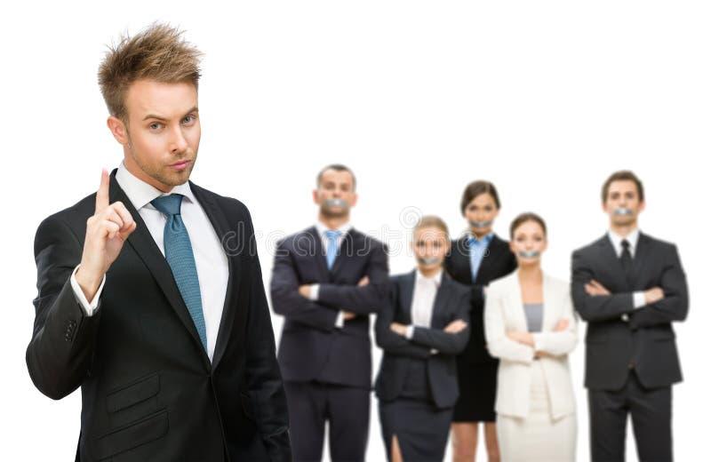 Gens d'affaires faits taire avec la bande au-dessus de leur bouche photo stock