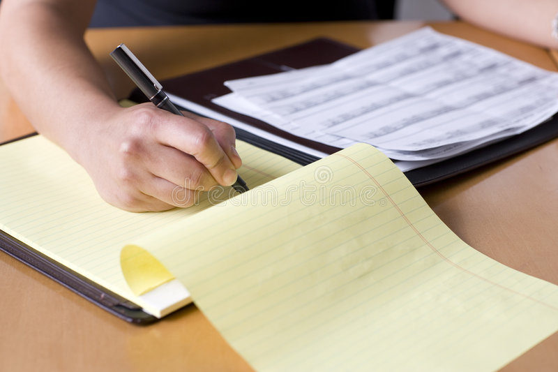Gens d'affaires prenant des notes lors d'un contact photo libre de droits