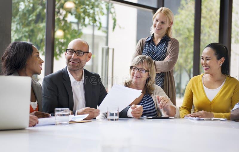 Gens d'affaires rencontrant le concept d'entreprise de conférence images stock