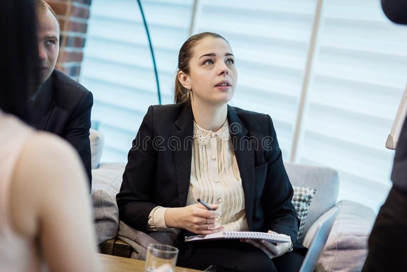 Gens d'affaires rencontrant le concept d'entreprise de discussion de conférence, image libre de droits