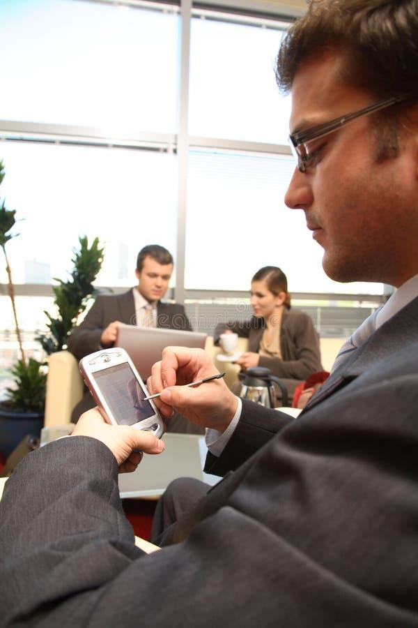 Gens d'affaires travaillant dans le bureau image libre de droits