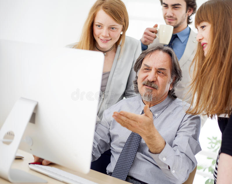 Gens d'affaires travaillant en équipe au bureau photo libre de droits