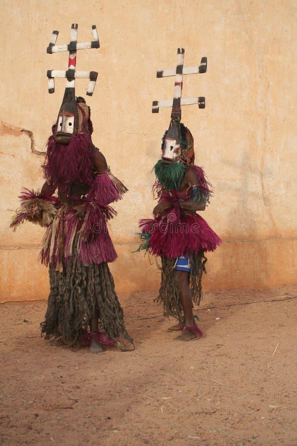 Gens de danse masqués, Mali photos libres de droits