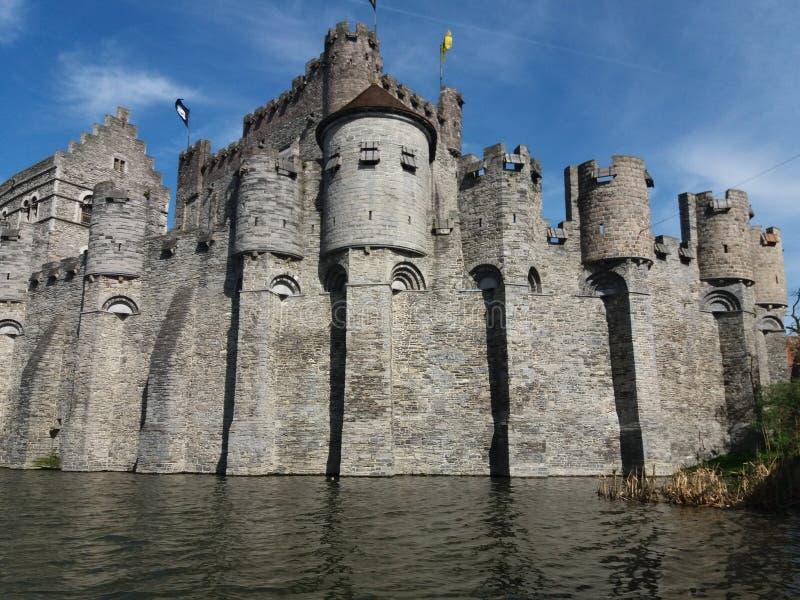 GENT, БЕЛЬГИЯ 03 25 2017 средневековый замок Gravensteen или замок отсчетов стоковая фотография