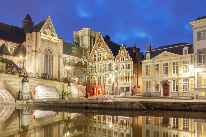 gent Взгляд старого города на ноче стоковое изображение