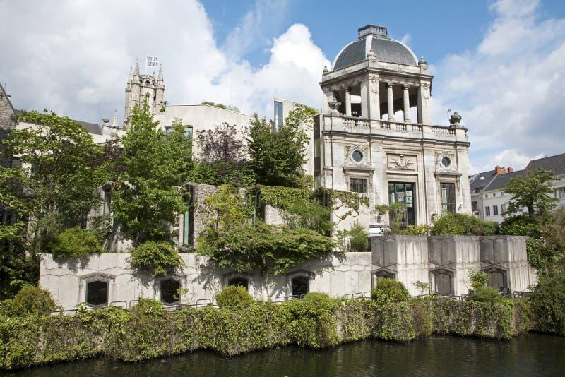 Gent - дворец над каналом стоковая фотография rf